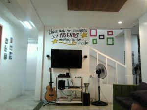 MNL Hostel - Makati